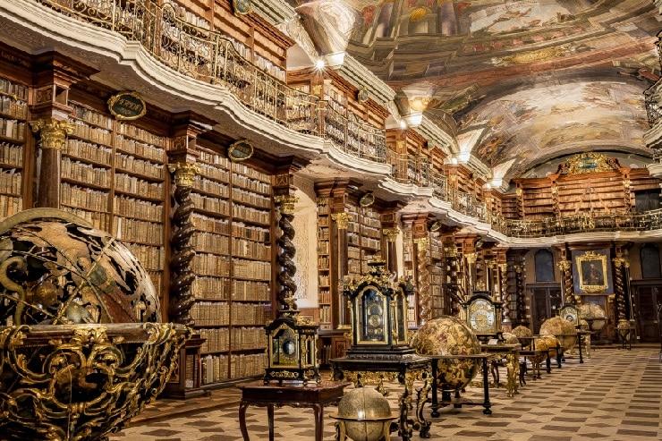 Biblioteca del Clementium